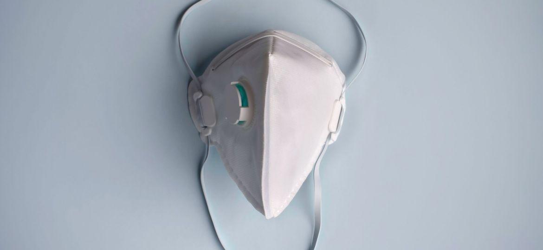 protective-medical-dust-face-mouth-mask-disposable-ffp2-ffp3-respirator-concept-of-coronavirus-air_t20_KAllKE