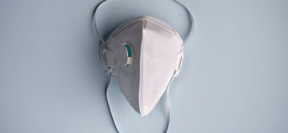 protective-medical-dust-face-mouth-mask-disposable-ffp2-ffp3-respirator-concept-of-coronavirus-air_t20_KAllKE